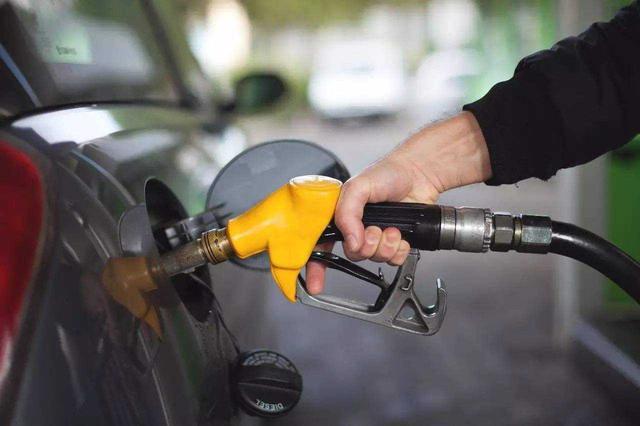 湖北省油价迎四年内最大跌幅 加满一箱油节省20元