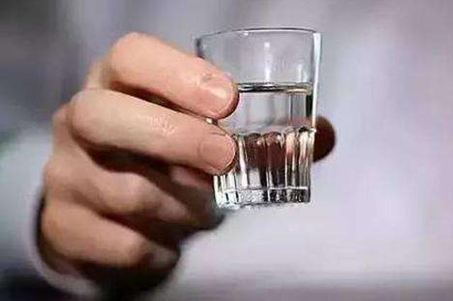 心跳过慢想加快心率 62岁男子饮半斤白酒诱发心绞痛