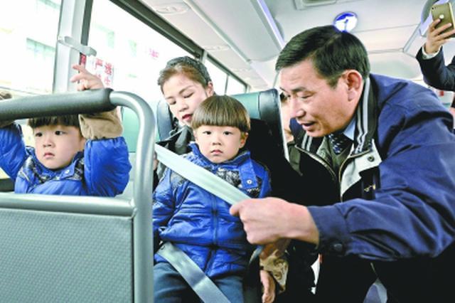 武汉292路高速公交时速70公里 半数乘客拒系安全带