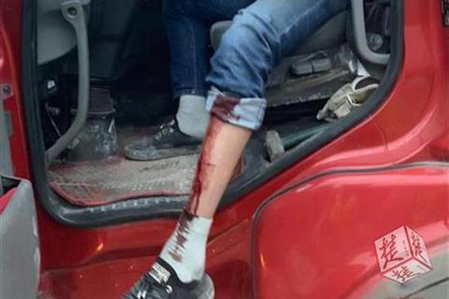 武汉城管查获一辆超限罐车 先不罚款却带司机到医院