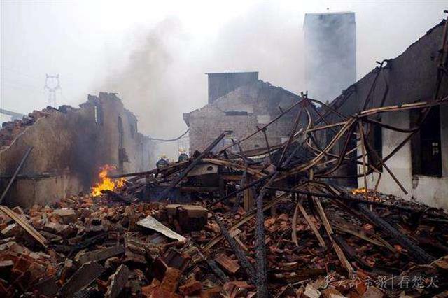 汉川工厂着火整座厂房被毁 幸未造成人员伤亡