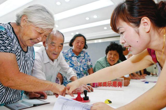 退休人员填表每月可领70元补贴?武汉医保中心辟谣