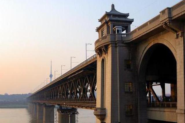 武汉长江大桥电子眼可人脸识别 司机无证驾驶被抓