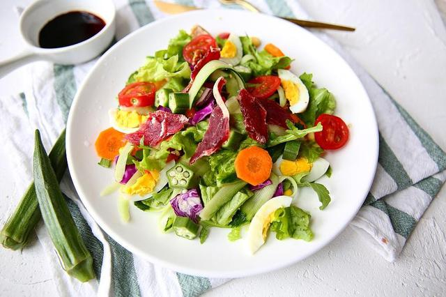 轻食减肥致退休老师营养不良 专家:轻食有适应人群