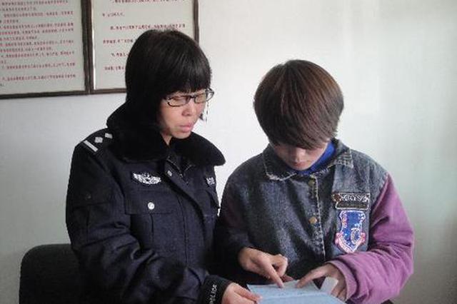 119名特殊人员领户口本 民警送上门拍照帮办身份证