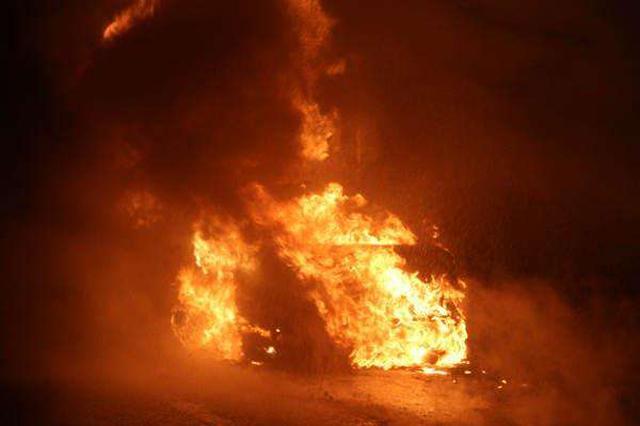 和豪车车主发生口角起歹心 嫌犯凌晨纵火被批捕