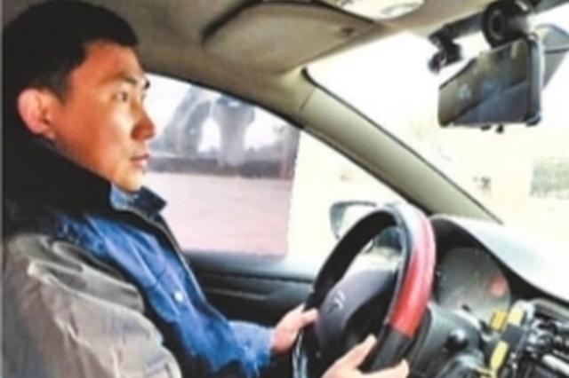 武汉的哥回应城探亲 路遇病重小孩火速送医就诊