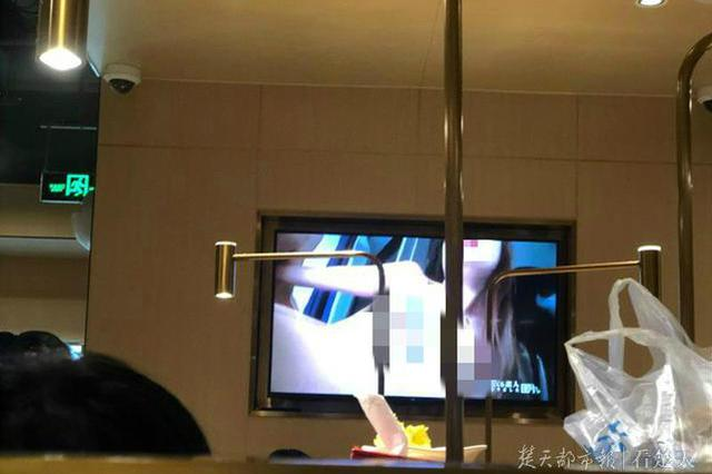 武汉一海底捞电视播不雅画面 食客尴尬