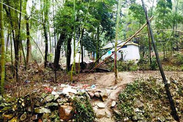 湖北一惠民公厕建在半山腰 村干部:选址实属无奈