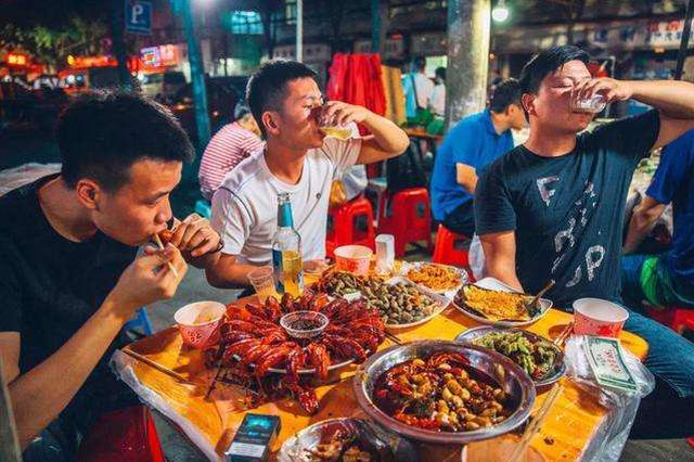"""大武汉""""吃货""""名不虚传 武汉餐饮消费力全国第四"""