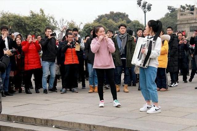文旅部:春节假期旅游收入5139亿元 接待4.15亿人次