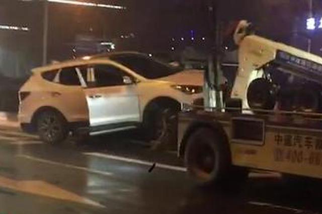 越野车连撞3车后骑上绿化带 女司机涉酒驾被警方控制