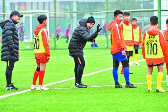 足协为武汉输送多名青训外教 培养孩子更培养基层教练
