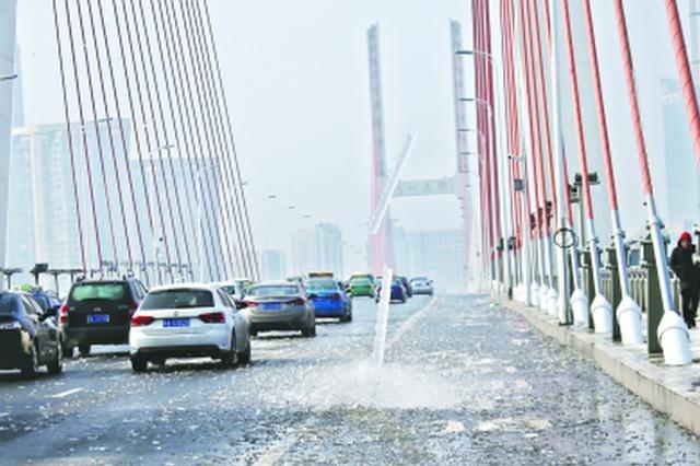 大桥拉索冬季掉冰凌非武汉一城的烦恼 3种方案或可解
