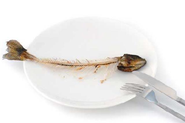 老人腹痛两月被当阑尾炎治 原是3厘米鱼刺扎穿肠管