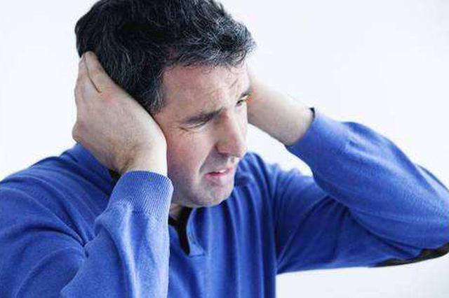 """女孩患上""""噪声性耳聋""""之谜 每天戴着耳机挤地铁"""