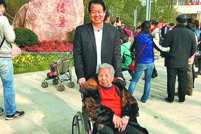 """武汉有个""""敬老村"""" 村民捐款280万元成立敬老基金"""