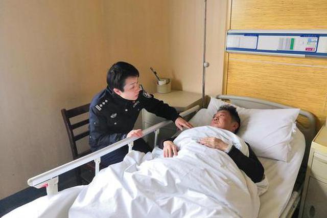 老民警用身体拦停嫌疑人自行车 到医院检查才发现骨裂