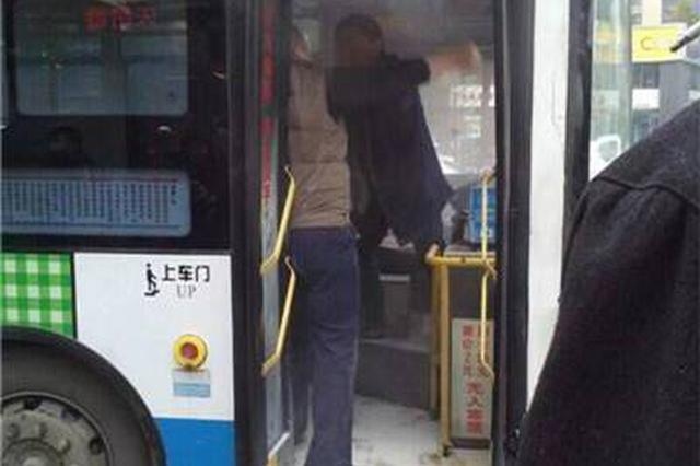 黄陂男子过站下车被拒 猛击公交司机头部被批捕