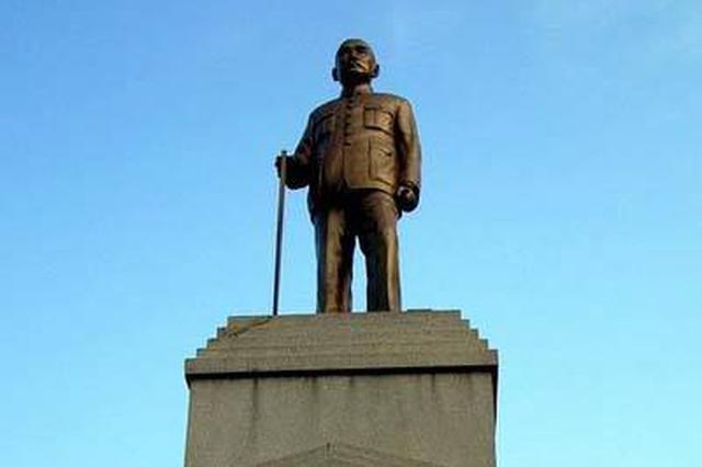 """武汉""""铜人像""""碑文被发现7处错漏 手杖也是后加的"""