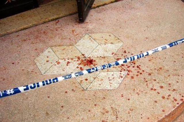因一只小猫引发血案 两男子动刀挥锁伤人后潜逃