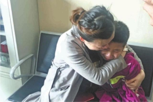 武汉全城寻找10岁失踪男孩 母子相见相拥而泣(图)