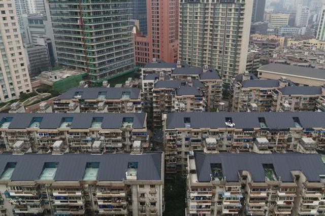 近30年房龄的18栋老房屋顶华丽变身 平改坡防水又隔热