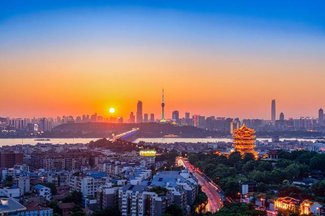 """最新统计公报给大武汉""""画像"""":一年十亿人次坐地铁"""