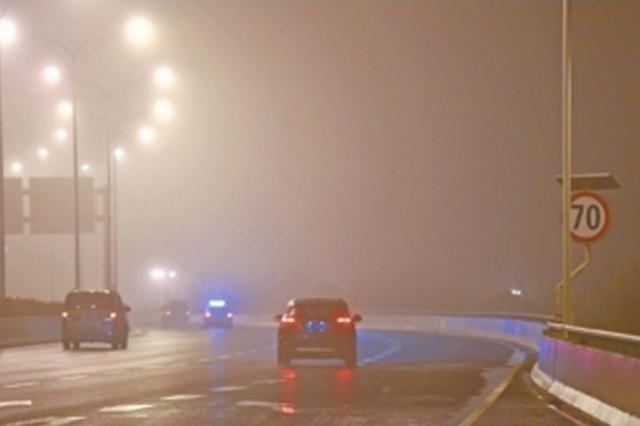 武汉局部昨现大雾10个航班取消 周末有5级阵风
