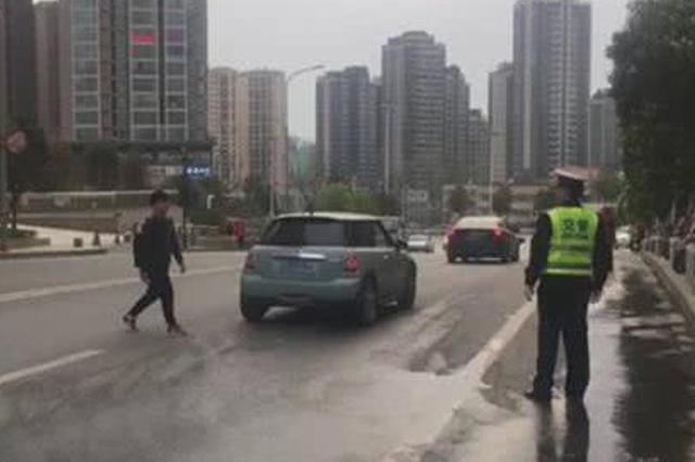 湖北十堰整治行人乱穿马路 公职人员违规将被曝光