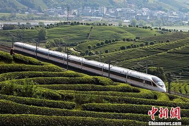 全国铁路今起实行新列车运行图 多条线路运行时间缩短