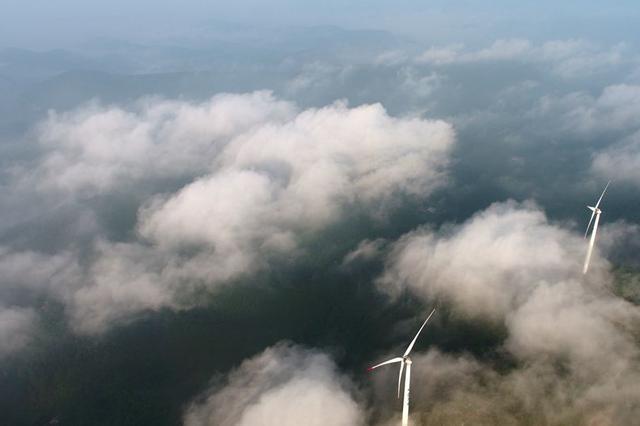 荆门圣境山现壮观瀑布云海景观 仙气十足美到窒息