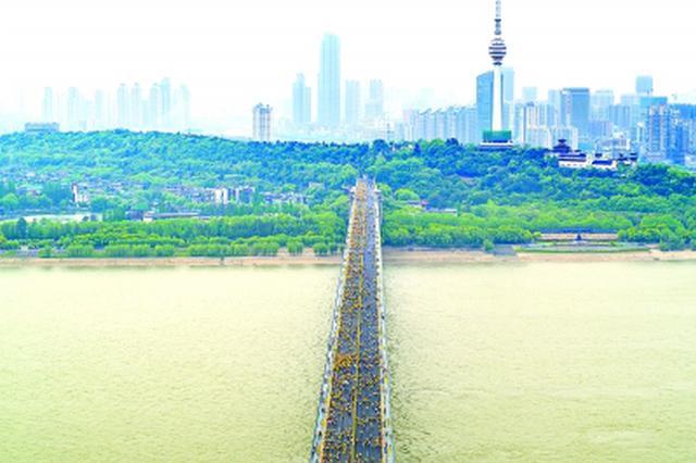 武汉65岁跑者4年跑71个马拉松:汉马赛道最美