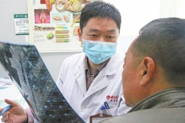 """男子频繁流出""""清鼻涕"""" 就医后发现竟是脑脊液"""