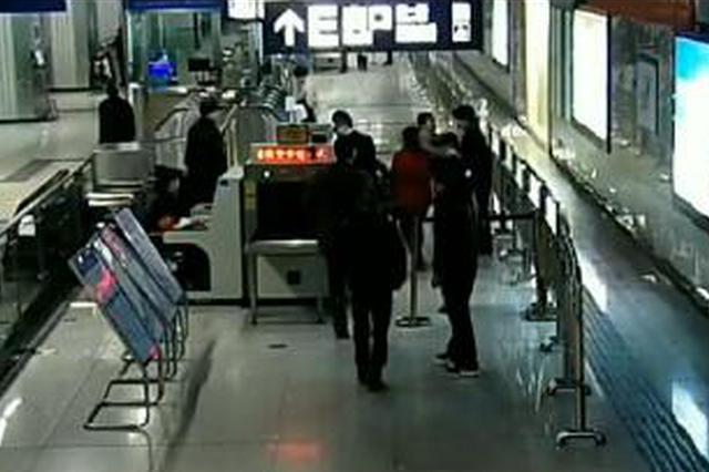 武汉一女子地铁拒绝安检掌掴安检员 被警方拘留5日