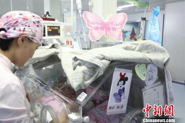 湖北最小胎龄宝宝满月 闯过心脏手术关体重增加