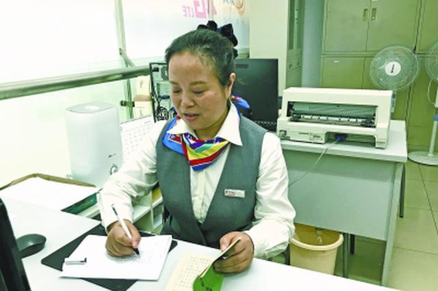 武汉最后的电报人:曾经月处理600万份 现每年不足10份