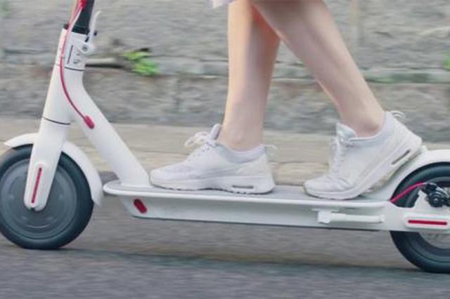男子电动滑板车进地铁被拒 地铁:这些不符合乘车要求