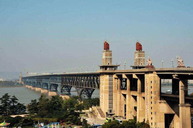 武汉长江大桥桥头堡电梯维护中 预计26日重新开放