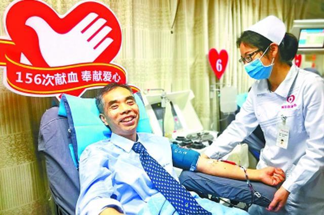 武汉一公交司机19年献血近4万毫升 相当于8个人总血量