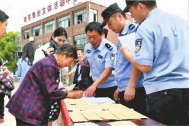 卖假药的骗子被抓 民警帮15名老人追回被骗钱财