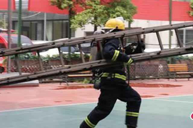 仅有一个篮球场训练 这支消防队如?#38382;?#21355;武汉最?#34987;?#22320;带