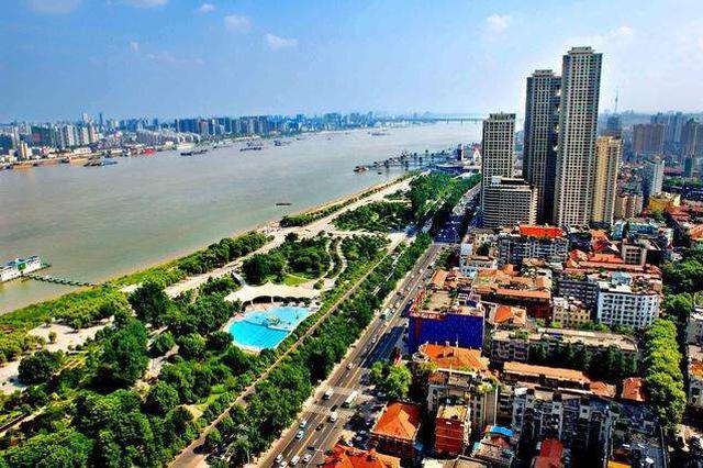 武汉两天卖地310亿 开发商亏本也要拿地?