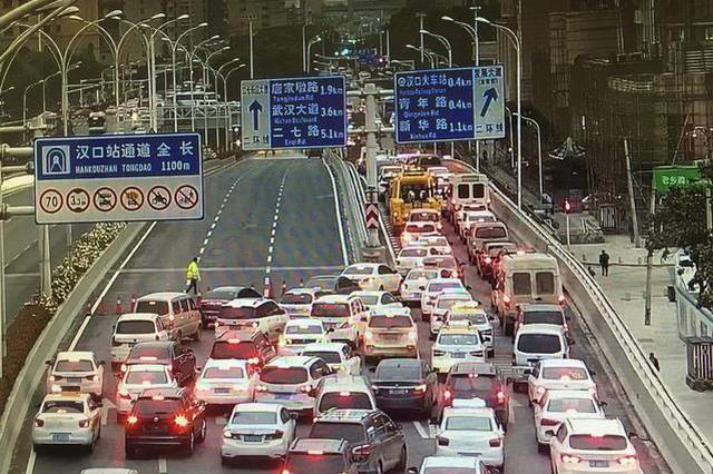 擅自在汉口站堵路施工赶进度 三人被行政拘留