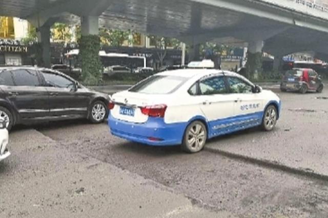 武汉一路段施工处置不当造成拥堵 项目负责人被拘