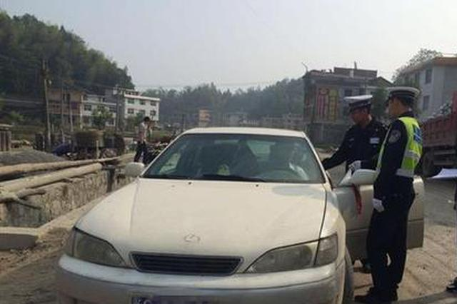 """武汉一司机开报废车上路 竟称""""不知情"""""""