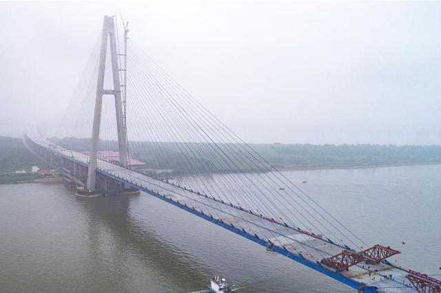 武汉青山长江大桥合龙 系长江上最宽跨江大桥系