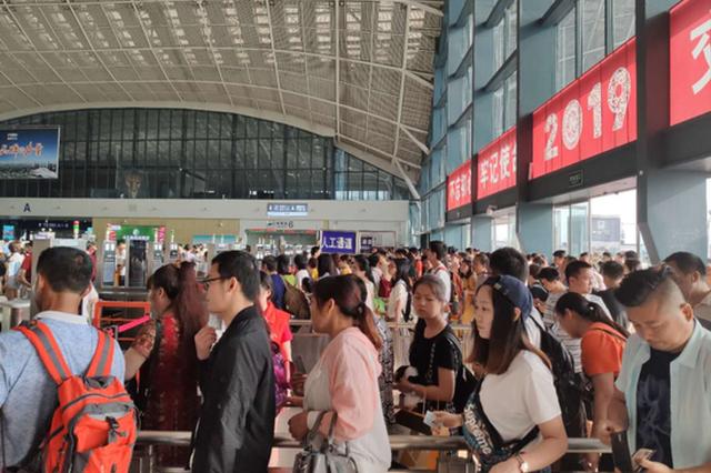 端午假期首日 武汉三大火车站预