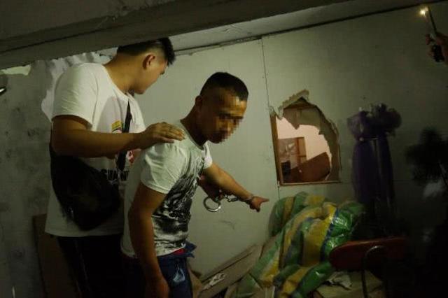 湖北男子深夜凿墙 钻进他人家中偷走了工程款