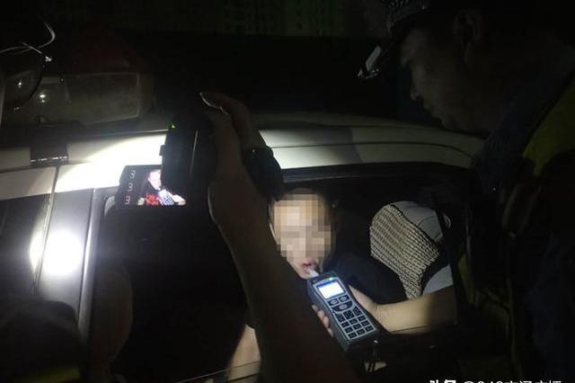 武汉一男子醉驾接妻子下班 把7个月大孩子放副驾